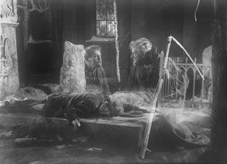 """Glimt fra den svenske stumfilmen """"Körkarlen"""" fra 1927"""