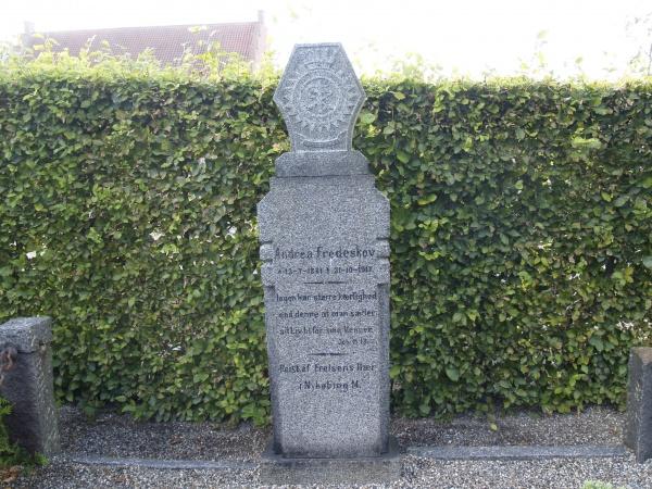 Minnesteinen på Andrea Fredeskovs grav skal stå til 2017, ble det bestemt da den ble reist (Foto: Nils-Petter Enstad