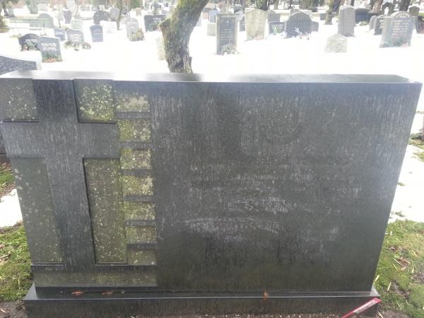 Gravsteinen, slik den var i februar 2014