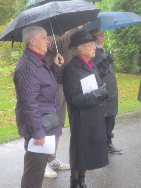 Kommandør Anna Hannevik snakket om Othilie Tonnings innsats under kirkegårdsvandringen.